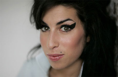 """A fost lansat un nou videoclip Amy Winehouse, """"Our Day Will Come""""!"""