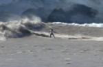Tipul asta face surfing pe valul provocat de un ghetar!