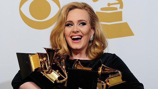 """VIDEO: Piesa lui Adele, """"Rolling in the Deep"""", are peste 350.000 de coveruri pe YouTube!"""