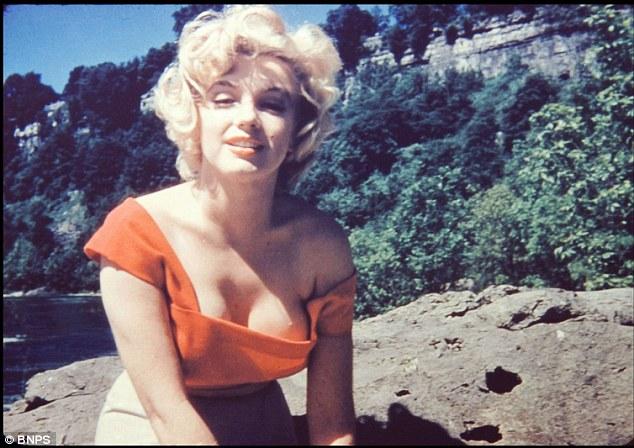 Poze nemaivazute pana acum cu celebra Marilyn Monroe!