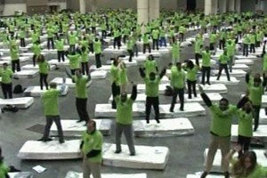 Video: Cel mai mare domino uman!