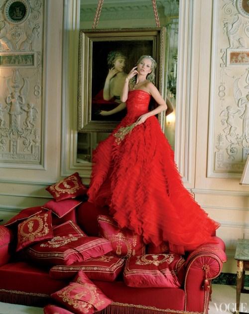 POZE: Kate Moss, haute couture si baroc contemporan in Paris!