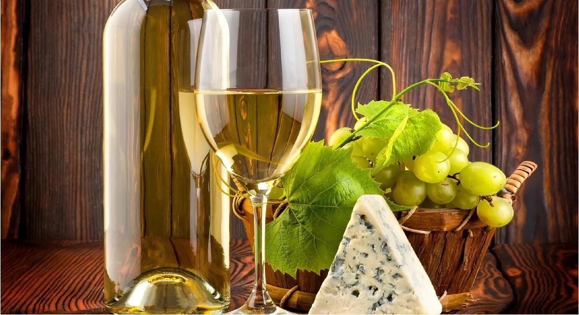 Care sunt beneficiile aduse de vinul alb