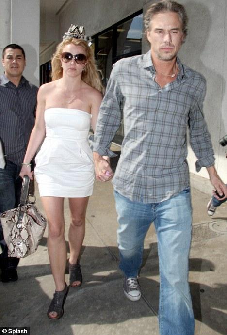 Britney Spears s-a logodit cu Jason Trawick, bodyguard-ul ei