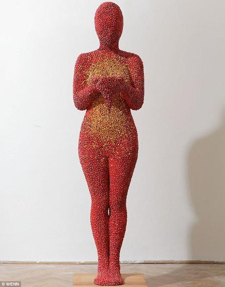 Gargarita-rita! Asa arata o sculptura facuta din 20.000 de buburuze!