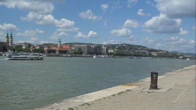 Plimbare pe malul Dunarii