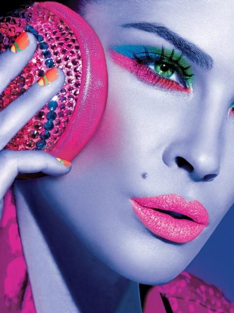 Cele mai tari modele pozeaza in calendarul Maybelline New York 2012