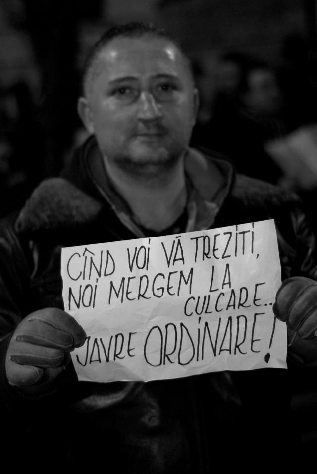 Viitorul Romaniei nu se CITESTE in cafele, se SCRIE in Piata Universitatii!