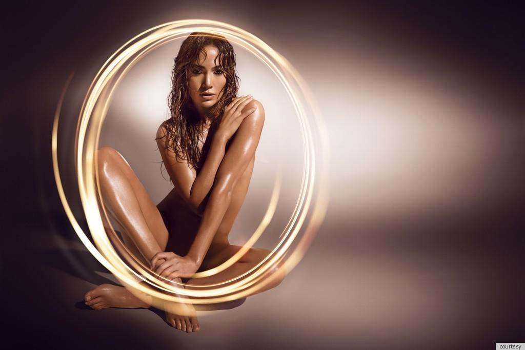 J-Lo pozeaza dezbracata pentru a-si promova noul sau parfum