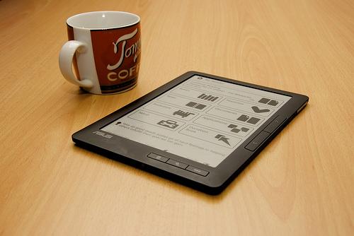 eBook Readerul VS traditionala carte! Merita sa-ti cumperi un astfel de gadget?