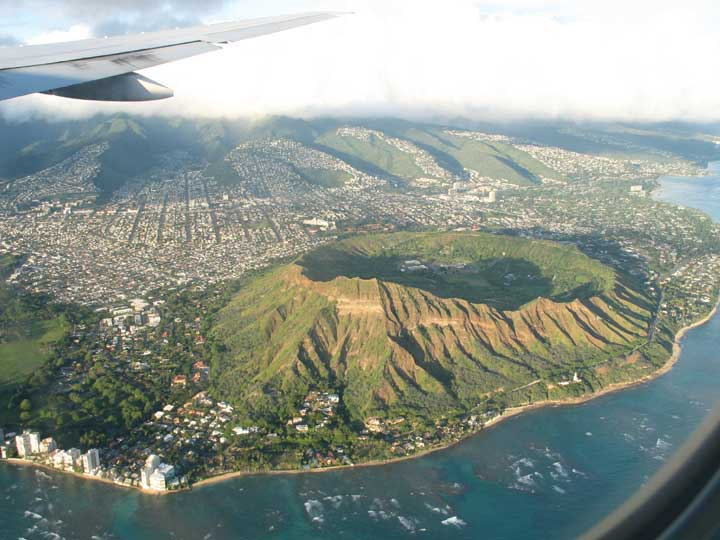 Asa se vede Diamond Head din avion! Frumos, nu?