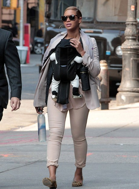 Beyonce o rasfata pe Blue Ivy cu pantofiori Marc Jacobs
