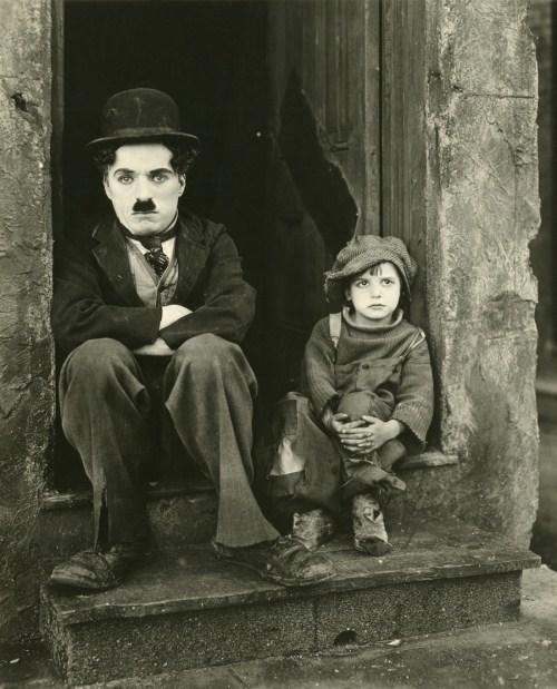 Imagini pentru Charlie Chaplin decorat de regina photos