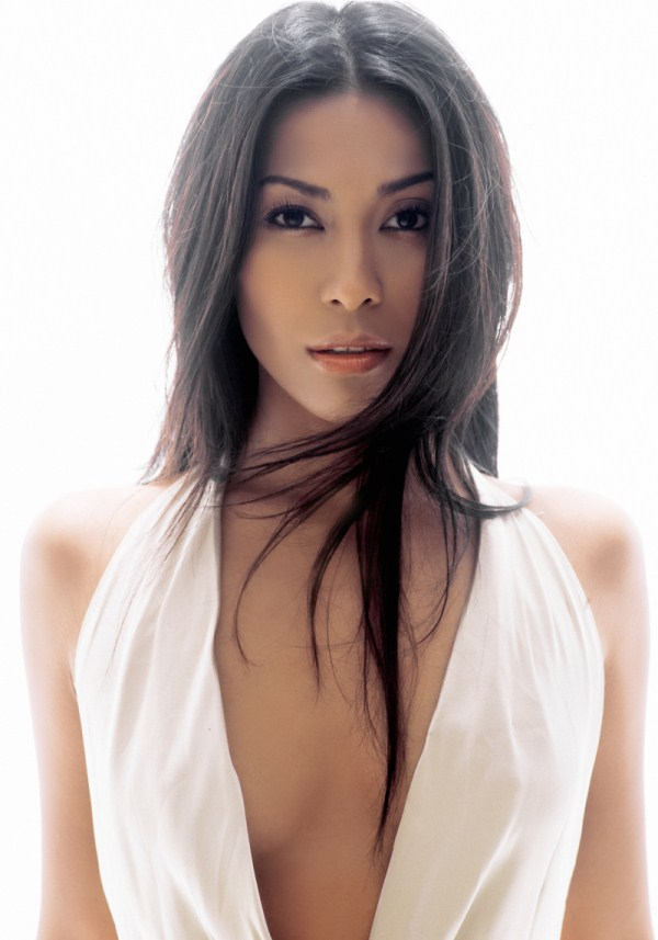 TODAY'S PLAY: Anggun – Snow On The Sahara