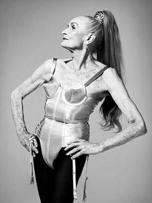 Cel mai in varsta model al lumii pozeaza la 83 de ani!