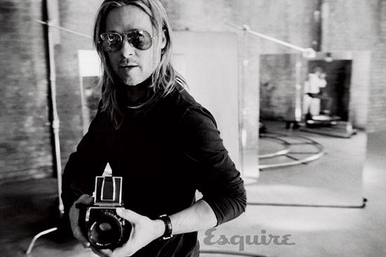 Brad Pitt, atitudine rebela pentru Esquire