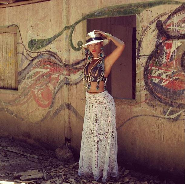 Beyonce, vizita in Brazilia si noul ei look exotic