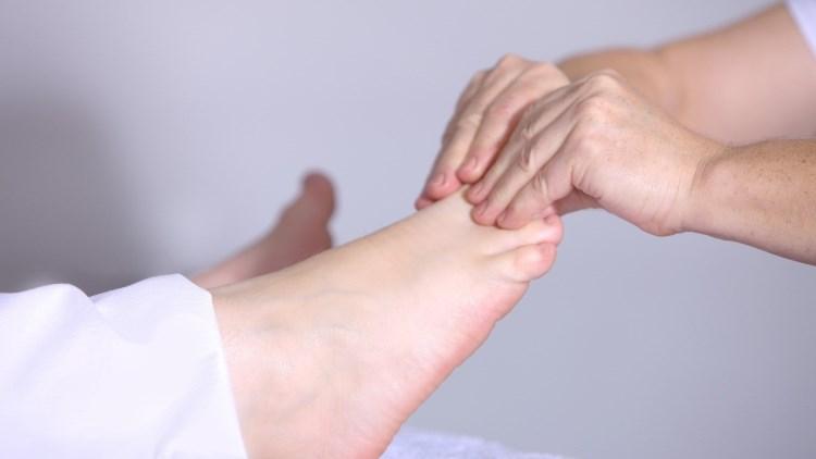 Cinci beneficii ale masajului pentru picioare