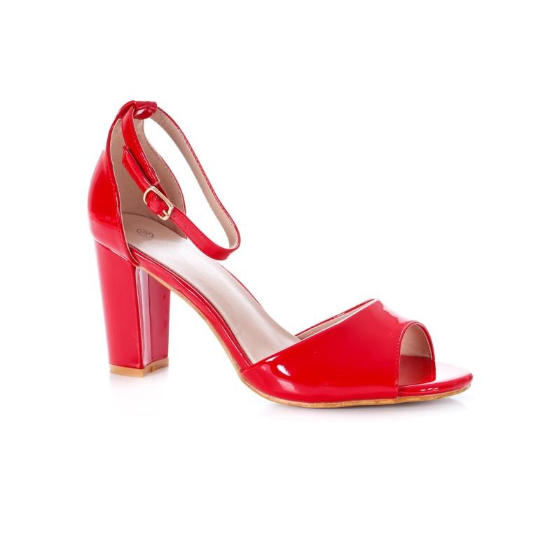 Sandale in culori aprinse