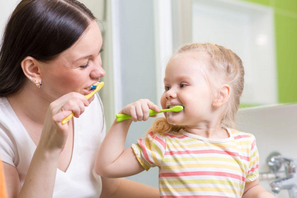 Cand trebuie sa inceapa cei mici sa se spele pe dinti