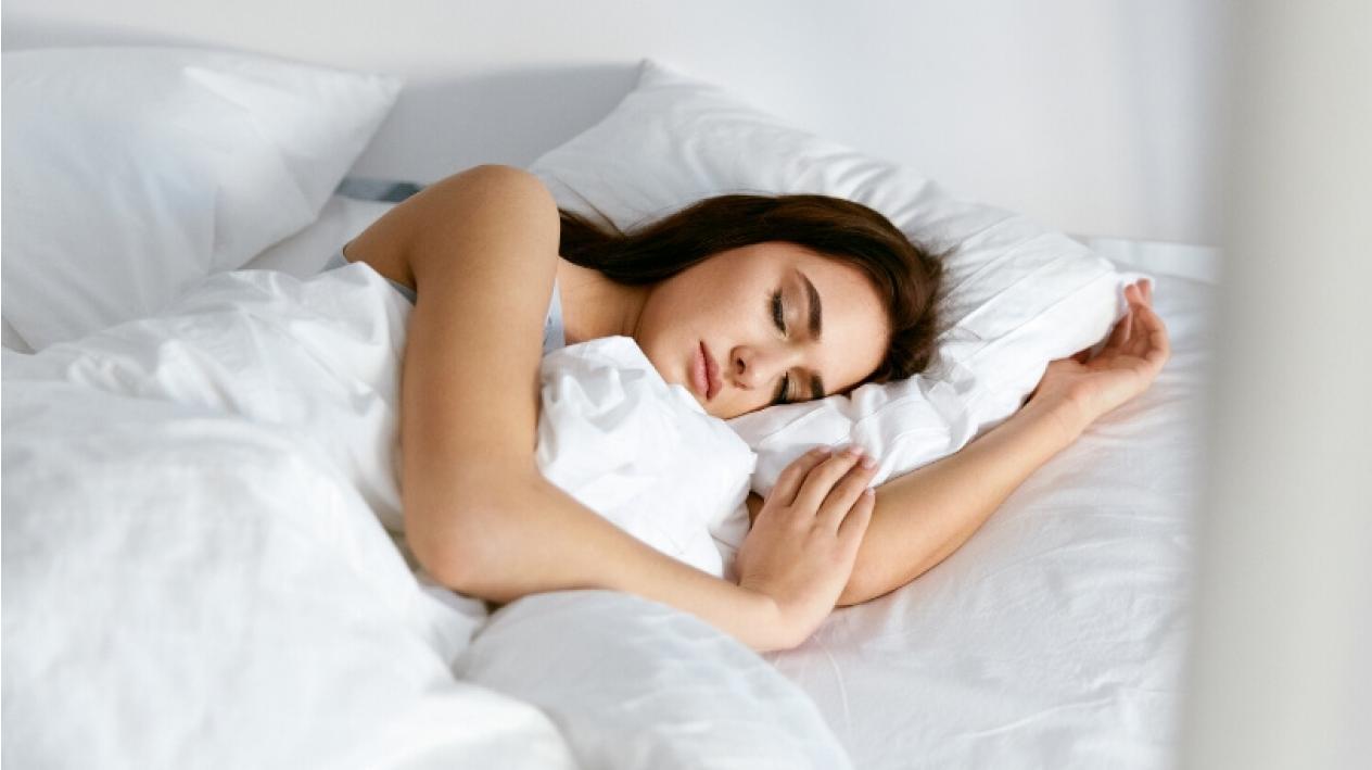 Iata de ce este somnul cel mai bun truc de frumusete